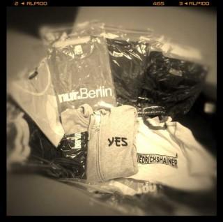 T-Shirts im Spendenkarton